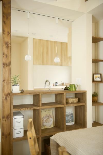 自然素材とスキップフロアが楽しい家 (造作キッチンカウンター)