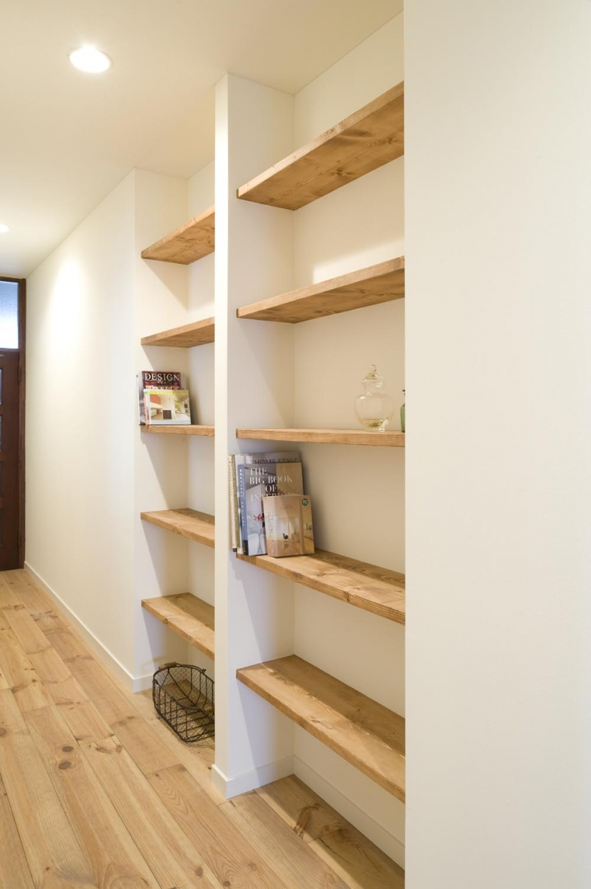 S邸・自然素材を用いて、オリジナリティーのある改修を。 (廊下棚)