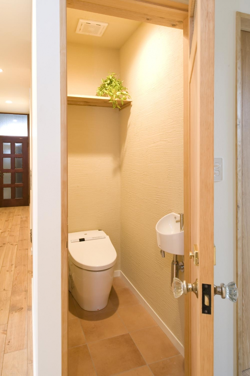 S邸・自然素材を用いて、オリジナリティーのある改修を。の部屋 トイレ