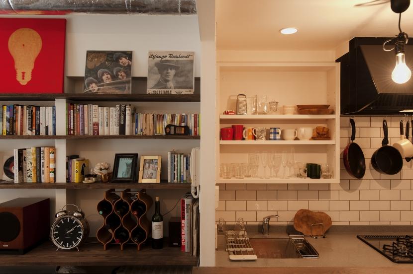 S邸・上品に味わい深く住まうの部屋 リビングキッチン