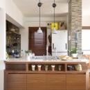 Y邸・自分たちの「好き」をカタチにした住まいの写真 オープンキッチン