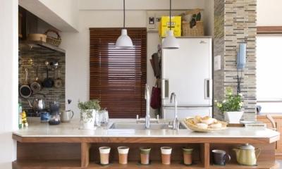 Y邸・自分たちの「好き」をカタチにした住まい (オープンキッチン)
