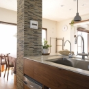 Y邸・自分たちの「好き」をカタチにした住まいの写真 キッチン