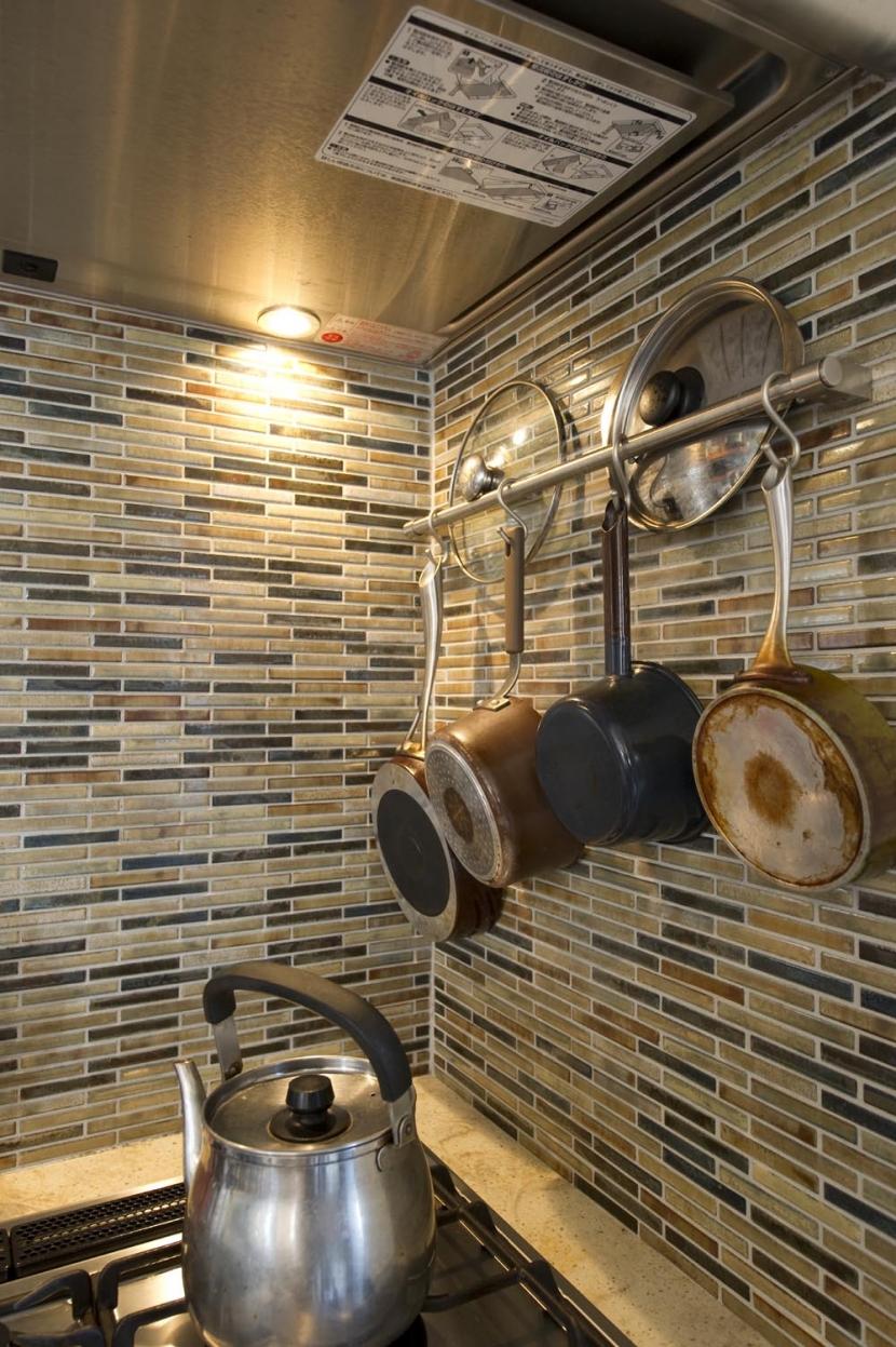 Y邸・自分たちの「好き」をカタチにした住まいの部屋 ハンギング収納(キッチン)