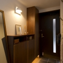 Y邸・自分たちの「好き」をカタチにした住まいの写真 玄関