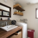 Y邸・自分たちの「好き」をカタチにした住まいの写真 洗面所
