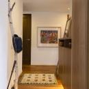 Y邸・自分たちの「好き」をカタチにした住まいの写真 玄関2