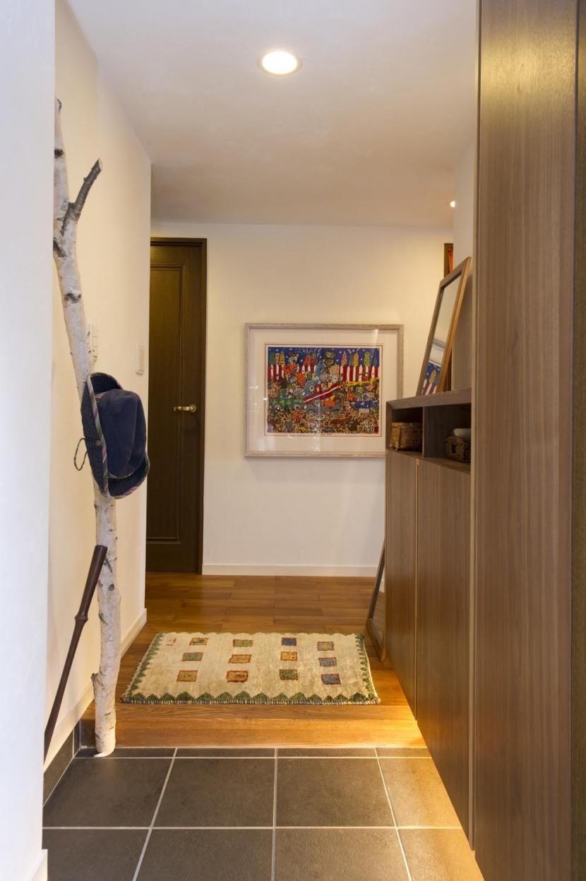 Y邸・自分たちの「好き」をカタチにした住まいの部屋 玄関2