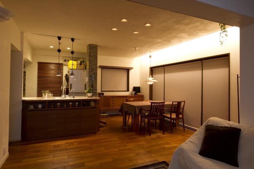 Y邸・自分たちの「好き」をカタチにした住まいの部屋 (夜)LDK