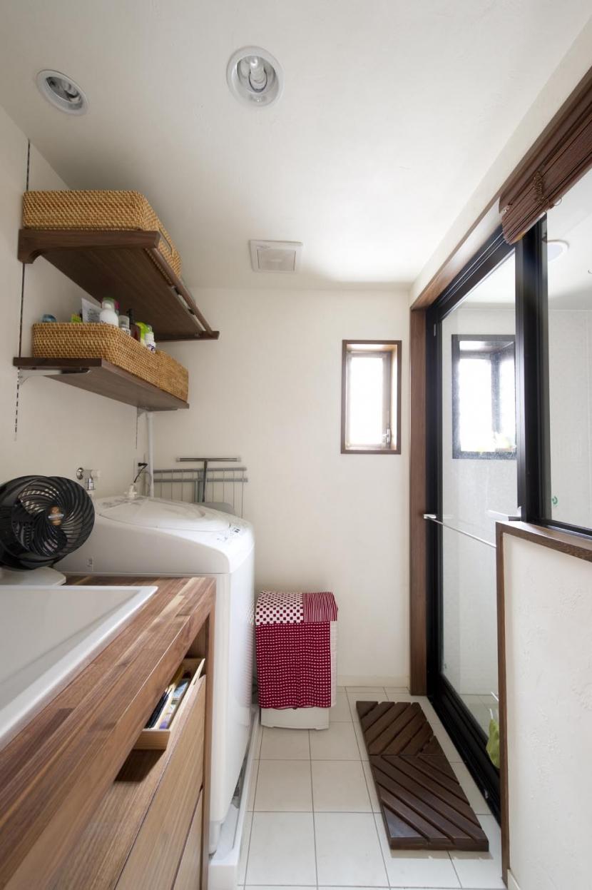 Y邸・自分たちの「好き」をカタチにした住まいの部屋 洗面(バスルーム)