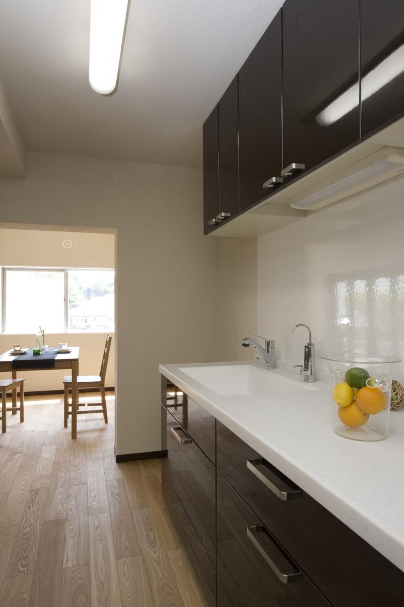 テラスハウスで、団欒を楽しむの部屋 あたたかなキッチンスペース