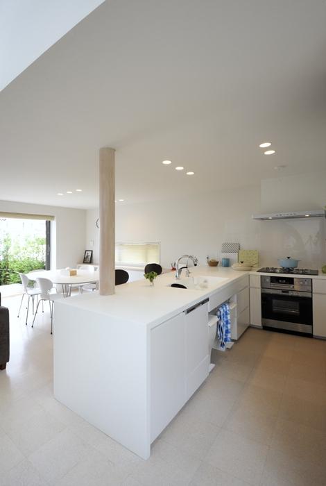 ひかりの架け橋(港南台の家)の写真 インテリアに調和する完全オーダーメイドのキッチン