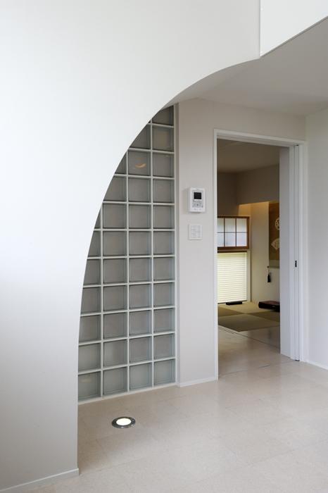 建築家:岡本 浩「ひかりの架け橋(港南台の家)」