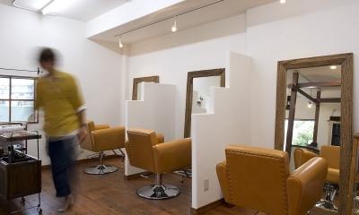 東京都稲城市 ~Cafeのようなヘアサロン~ (自然素材の落ち着いた空間にカラーでアクセントを)
