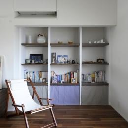 壁の奥行きを利用した壁面収納 (ひかりと雲の家(師岡の家))