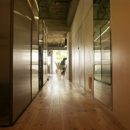 R306@渋谷の写真 玄関からリビングへ伸びる廊下