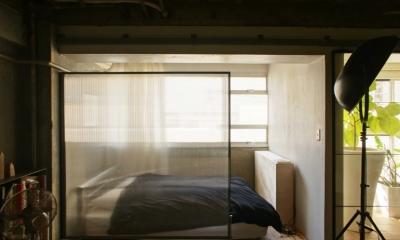 R306@渋谷 (窓際に作られたベッドルーム)