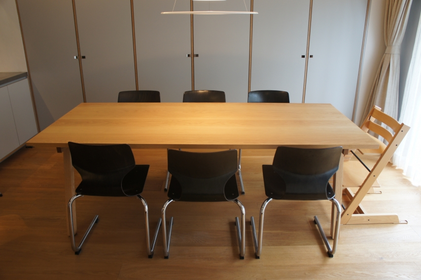2LDKを1DLKに@港区の写真 ダイニングテーブルは、建築家の製作。