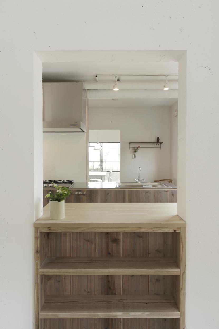古江の家の部屋 居室から見たキッチン