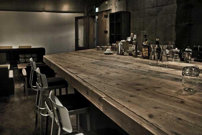 建築家:鷲見和高「大きなテーブルのある空間」