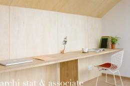 切り妻の壁 (家型の書斎)
