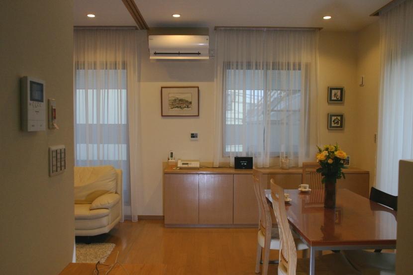 旗竿状敷地の住宅の部屋 食堂