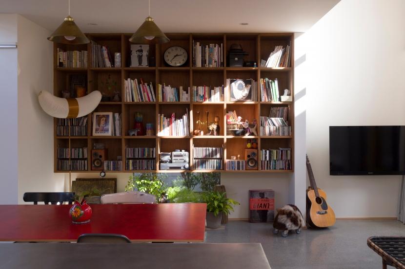 Kamakura Plusの部屋 ダイニングの本棚
