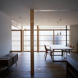 装飾ガラス障子と雪見障子の並び (宇佐の家)