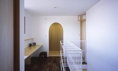 書斎コーナーがある階段室|宇佐の家