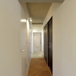 宇品御幸の家 (廊下から見た玄関)