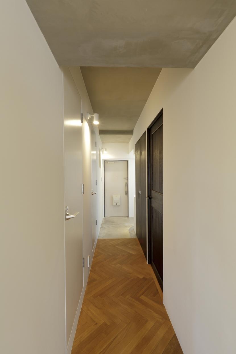 宇品御幸の家の部屋 廊下から見た玄関