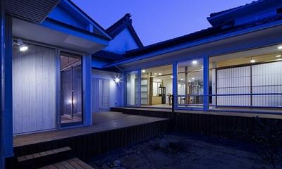 宇佐の家 (中庭の夕景)