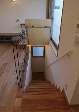 世田谷の家 (ロフトまで続く一直線の階段1)