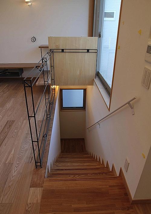 世田谷の家の部屋 ロフトまで続く一直線の階段1