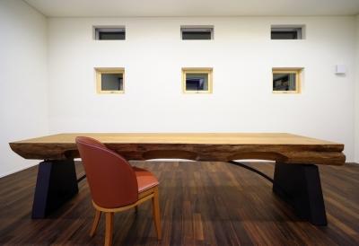 テーブルのある空間 (自然素材の家 駒沢モデル)