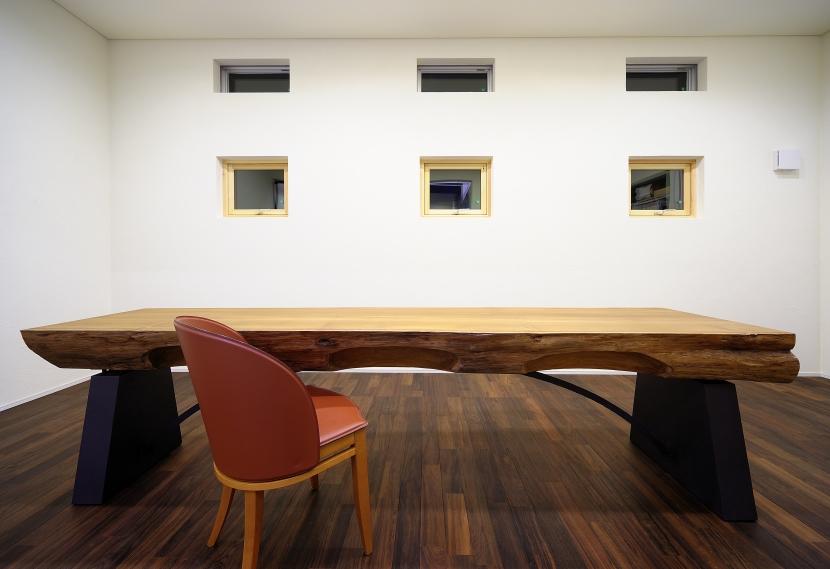 自然素材の家 駒沢モデルの写真 テーブルのある空間