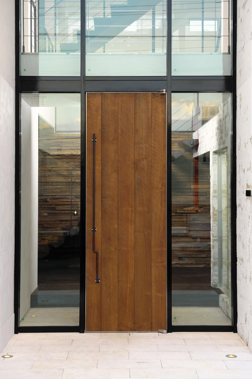 自然素材の家 駒沢モデル (玄関扉)