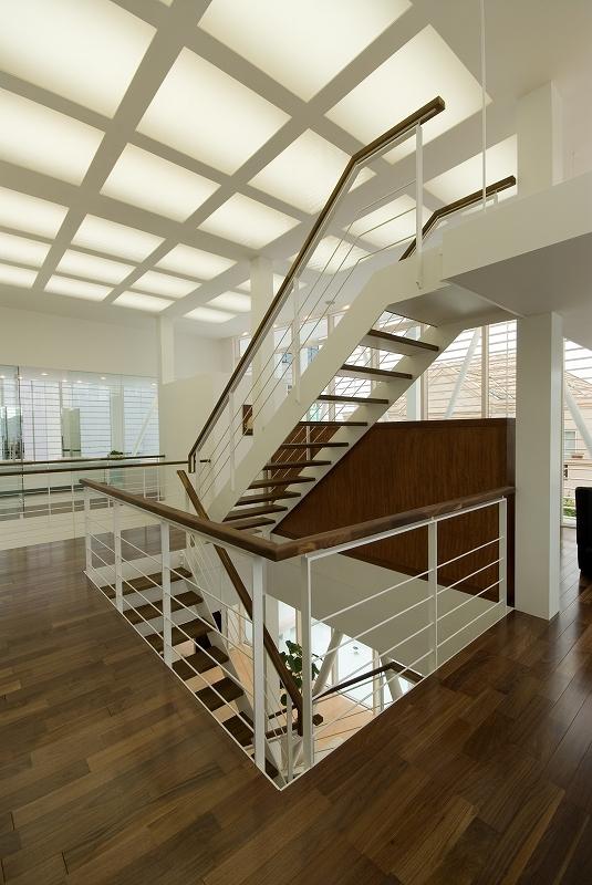 自然素材の家 港北モデル (ロフトへ上がる階段)