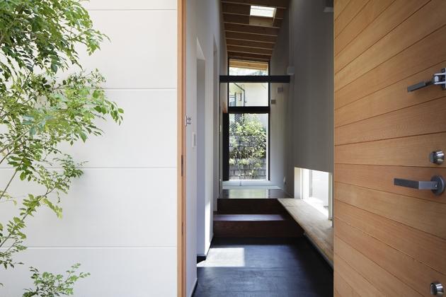 青葉台の家の部屋 玄関