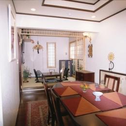 都心地住宅街のRC地下室ありの戸建住宅-M (食堂+和室コーナー)