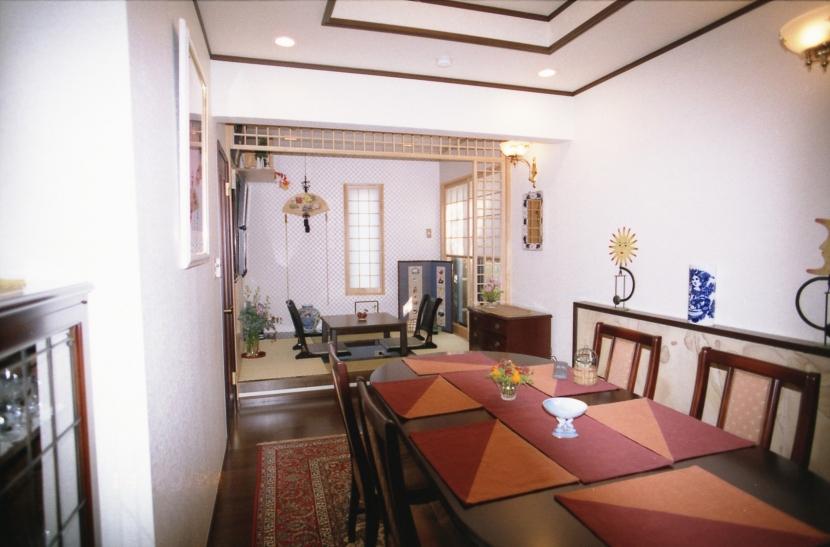 都心地住宅街のRC地下室ありの戸建住宅-Mの部屋 食堂+和室コーナー