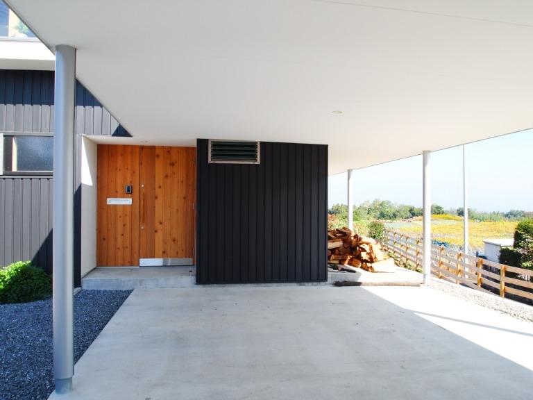 群馬県榛東村・芝屋根住宅-3|W HOUSEの部屋 カーポートテラス