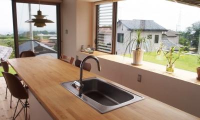 ダイニング・キッチン|芝生デッキのある家|W HOUSE