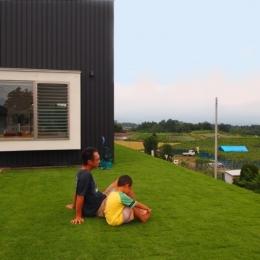 群馬県榛東村・芝屋根住宅-3|W HOUSE (芝生屋根は気持ちいい!)