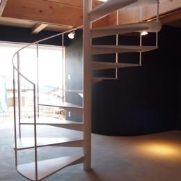 群馬県榛東村・芝屋根住宅-3|W HOUSEの写真 土間の螺旋階段
