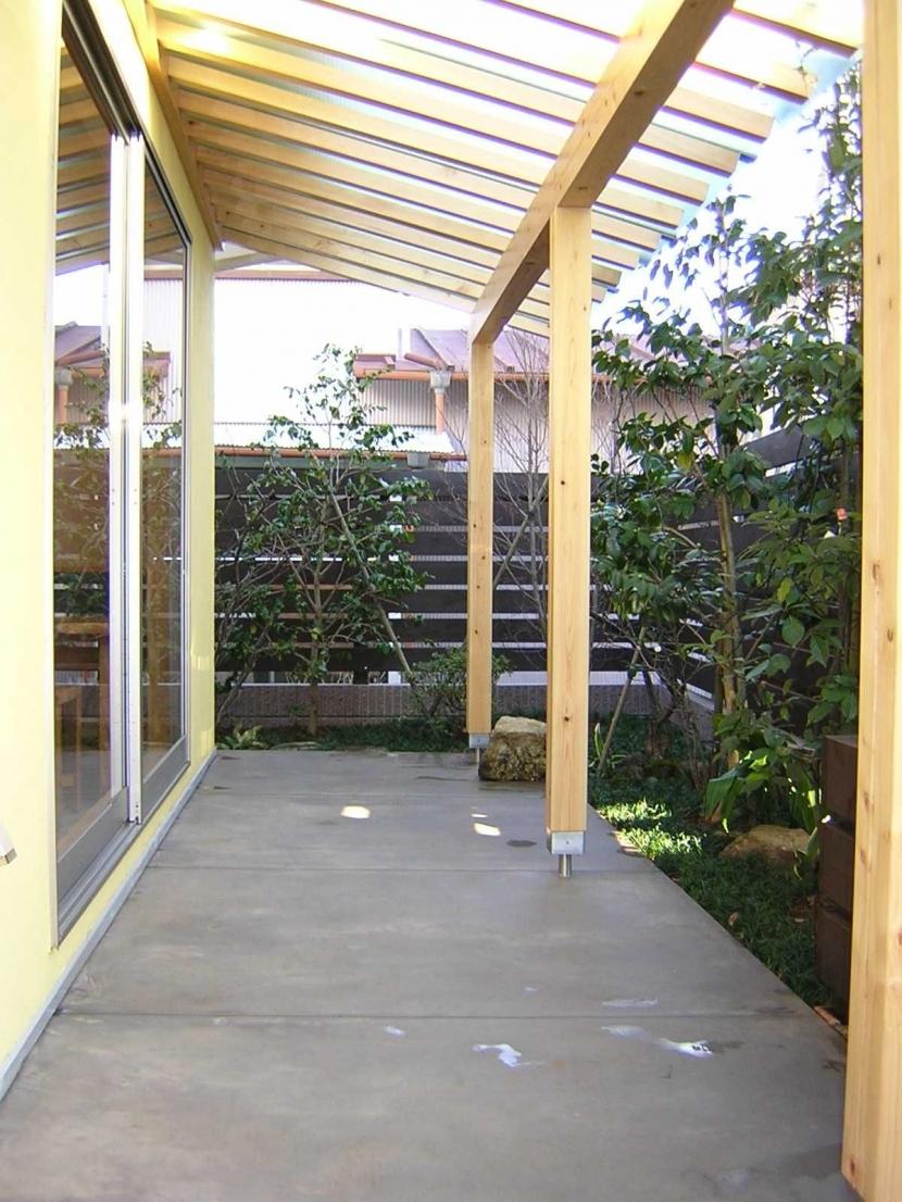 Days-Cafe 小さな庭を眺めるCafeの部屋 テラス