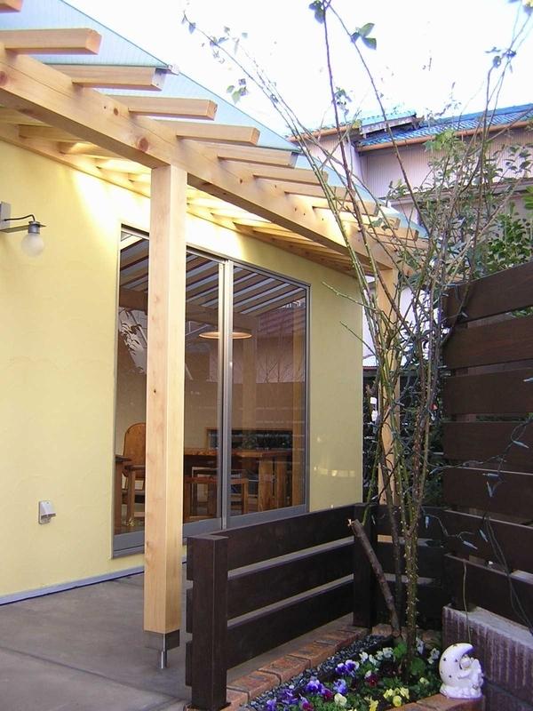 Days-Cafe 小さな庭を眺めるCafe (外観)