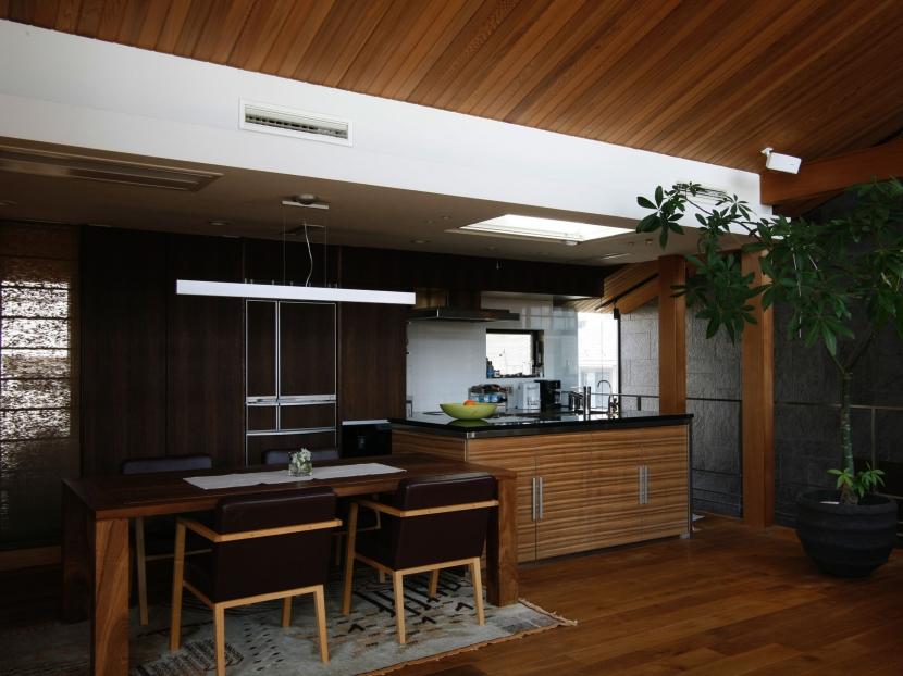 Kb邸の部屋 ダイニングキッチン