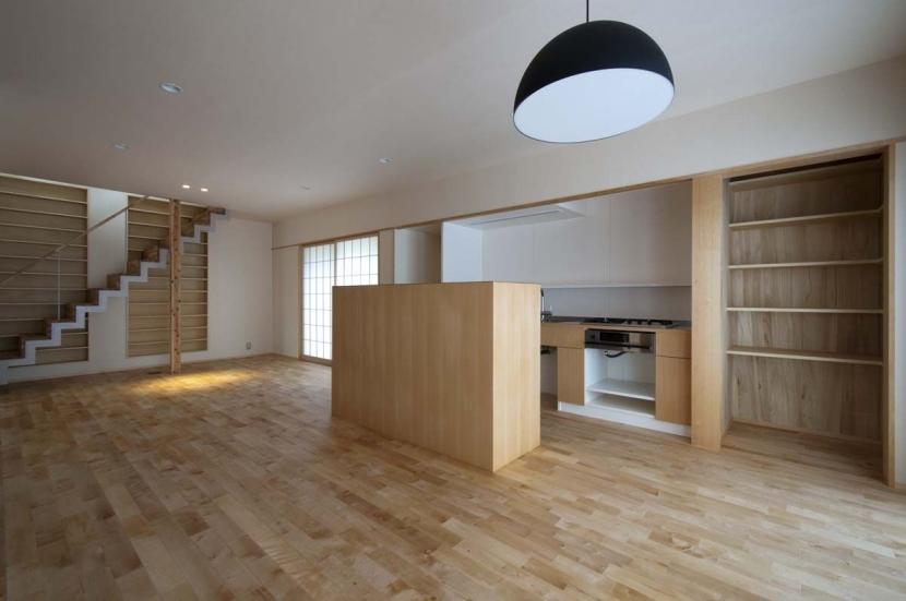 石引の家|築30年の住宅をガルバリウムで軽量化 (キッチンは小さな収納カウンターで目隠し)