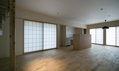 石引の家 築30年の住宅をガルバリウムで軽量化 (障子の光に包まれたリビング・ダイニング)